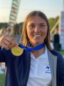 Aurélie Godet et sa médaille d'or européenne 2021.